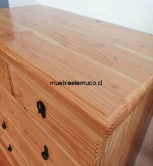 comoda hecha de madera